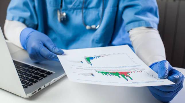 Si leemos el prospecto de cualquier medicamento observaremos que existe una clasificación de los efectos secundarios en raros y muy raros.
