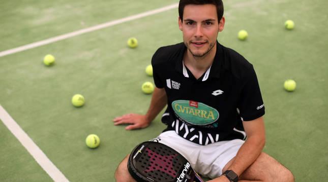 Foto de Íñigo Zaratiegui este miércoles en las pistas de pádel del Club de Tenis de Pamplona.