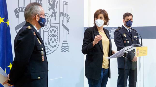 La delegada del Gobierno en La Rioja, María Marrodán(c), el jefe de la Brigada Provincial de la Policía Judicial, Eduardo Esteban (d) y el jefe Superior de Policía, Jesús Herranz (i) durante una rueda de prensa celebrada este miércoles en Logroño para explicar las conclusiones de la investigación de la