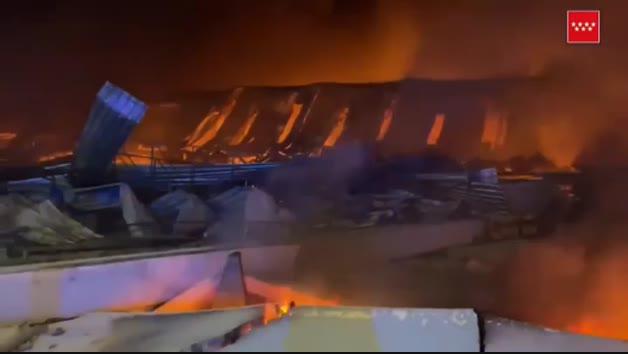 Controlado el incendio en unas naves industriales en Seseña