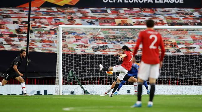 Con este remate con la zurda inauguraba el marcador el delantero del Manchester United, Edinson Cavani
