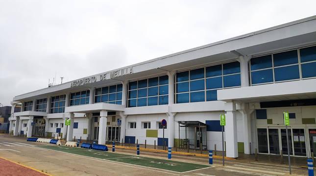 Exterior del aeropuerto de Melilla que pasará a denominarse Virgilio Leret.