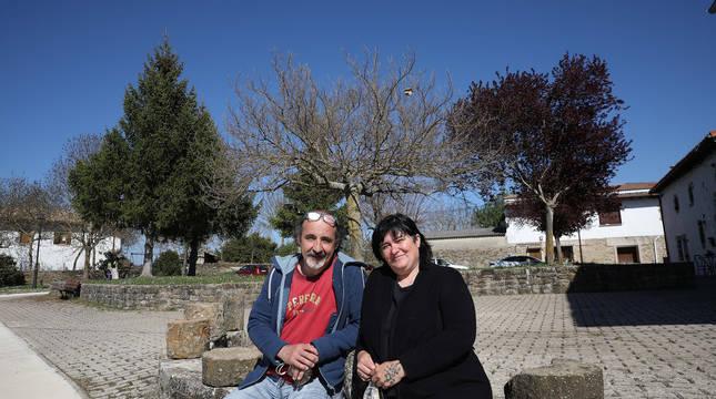 Eduardo Ciriza y Adela Núñez en Zabalceta, donde viven desde hace quince años y medio.