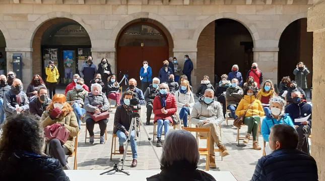 Foto del acto celebrado en la plaza de Puente la Reina.
