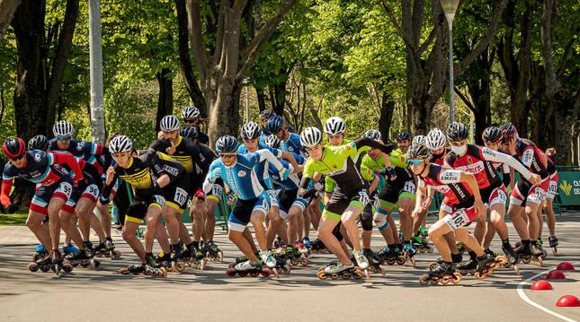 Algunos de los participantes inician una prueba en el Campeonato Navarro celebrado este pasado fin de semana en el circuito de Antoniutti.