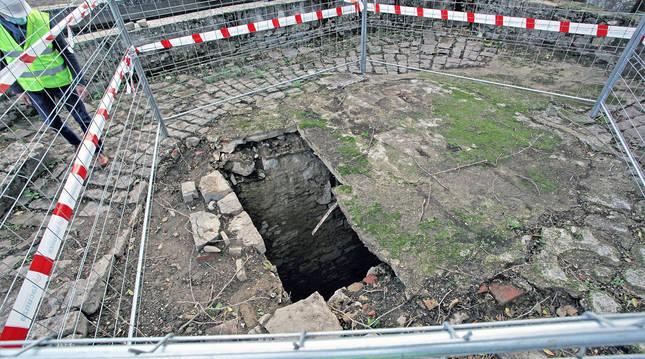 Foto de los restos del pozo noria hallado en la Txantrea.