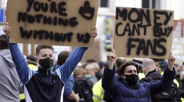 Aficionados del Chelsea protestan contra la Superliga
