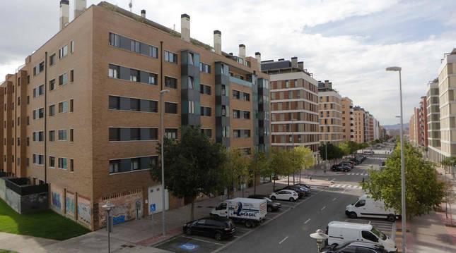 Vista de la calle María Domínguez, una de las que atraviesa la urbanización Nuevo Artica.