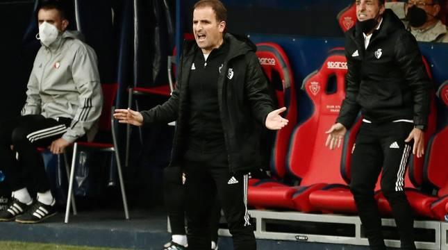 El técnico de Osasuna, Jagoba Arrasate, en el partido contra el Valencia.