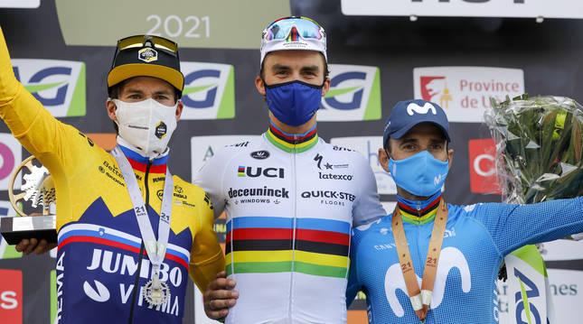 Pidio de La Flecha Valona con Primoz Roglic (izda.), Julian Alaphilippe (centro) y Alejandro Valverde.