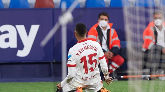 Youssef En-Nesyri celebra el único gol del partido.