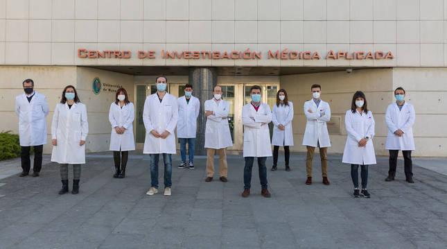 El Dr. Silve Vicent, en el centro, con investigadores del Cima Universidad de Navarra que participan en el estudio