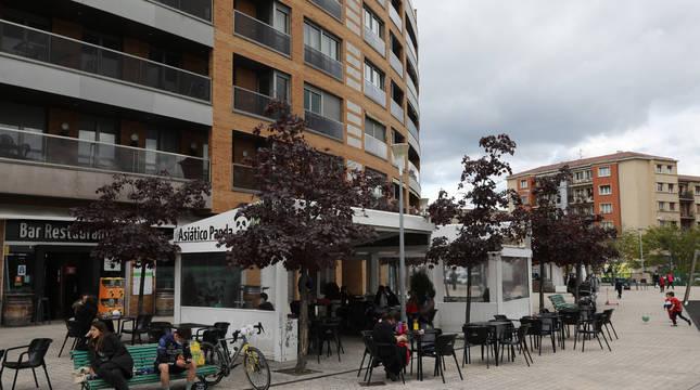 El final de la calle Monjardín, convertida en una agradable zona de terrazas con el TGB, el Asiático Panda y Don Pelayo.