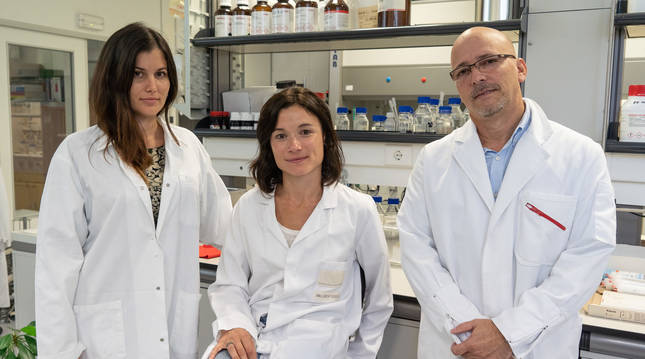 Ivette Amalfi, Irene Velilla y Rodolfo Rodriguez; equipo de Medibiofarma.