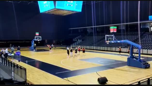 Vídeo del primer entrenamiento del Basket Navarra en el Navarra Arena