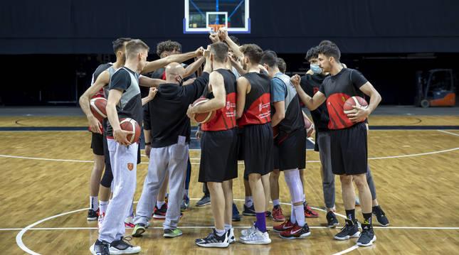 El ENERparking Basket Navarra entrenó por primera vez el jueves en el Navarra Arena antes del partido de esta tarde.