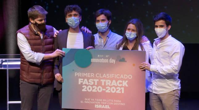 Estudiantes ganadores del Fast Track: Álvaro Mata, Lucas Vicuña, Santiago Saumell, Júlia Franch y Julio Viejo.
