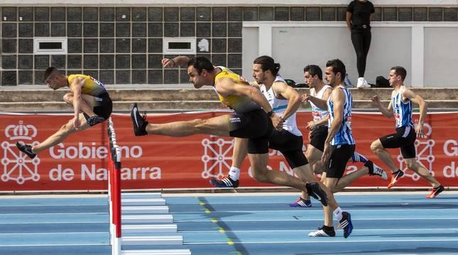 Fotos de la primera jornada de la Liga Joma de atletismo en Larrabide