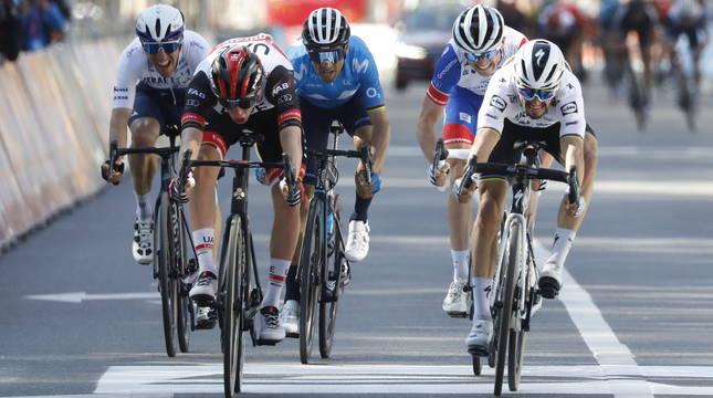 Woods, Pogacar, Valverde, Gaudu y Alaphilippe, en el esprint final de la Lieja.