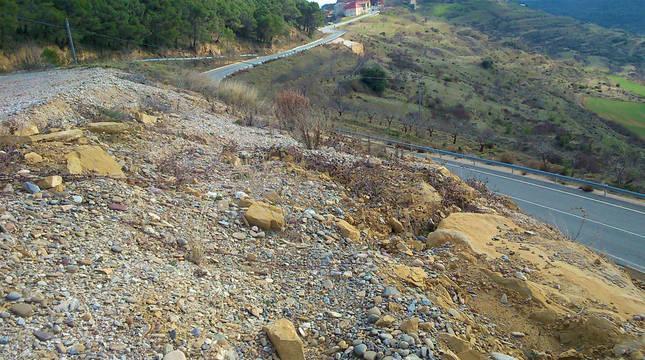 Imagen del talud de la NA-5310 en la carretera de acceso a Ujué.