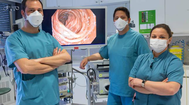 De izda. a dcha., los doctores César Prieto, Alejandro Bohórquez y Cristina Carretero