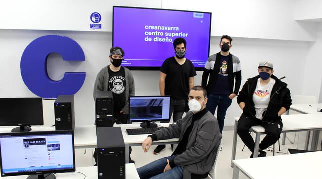 Imagen de los estudiantes de Creanavarra que han creado el primer videojuego navarro.