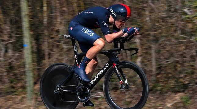 Rohan Dennis, en un momento del prólogo del Tour de Romandía 2021.