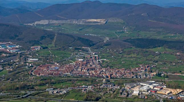 Foto panorámica de Alsasua, obtenida desde la sierra de Urbasa.