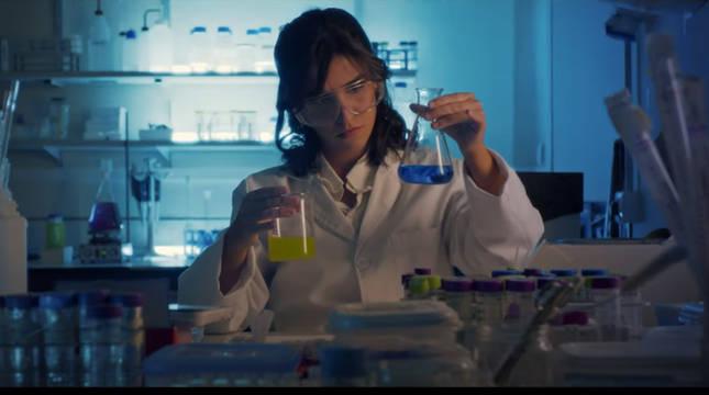 Una imagen del videoclip del tema de De la Lastra y Arché.