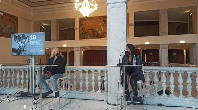 Montxo Armendariz y Puy Oria durante la rueda de prensa.