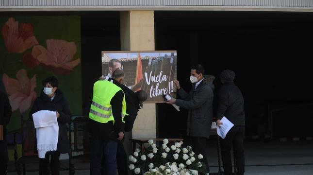 Imágenes del funeral por el reportero navarro asesinado en Burkina Faso