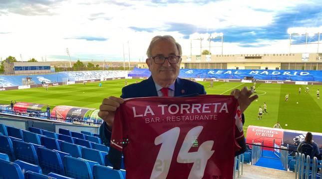 Luis Sabalza, con la camiseta de Santxo Lamberto.