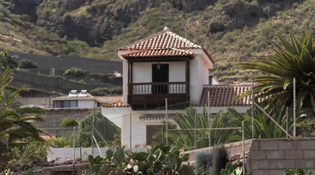 La Guardia Civil llevó a cabo el viernes un registro en la vivienda y una finca en Candelaria (Tenerife).