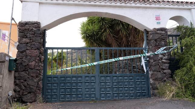 Registro en la vivienda y una finca en Candelaria (Tenerife) de Tomás Antonio G.C.,