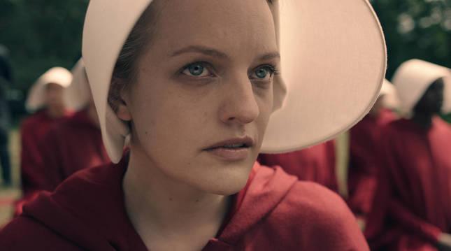 Elisabeth Moss en una escena de 'El cuento de la criada'.