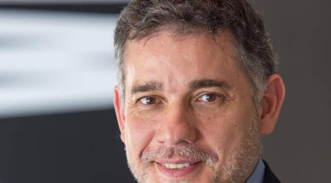 Foto del profesor Ramón Salaverría (Universidad de Navarra),