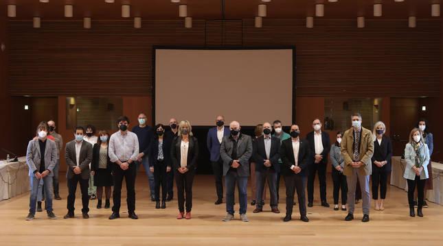 Foto del vicepresidente Aierdi y la consejera Ollo junto al resto de autoridades y representantes que trabajan en la candidatura Navarra para la 'Nueva Bauhaus'.