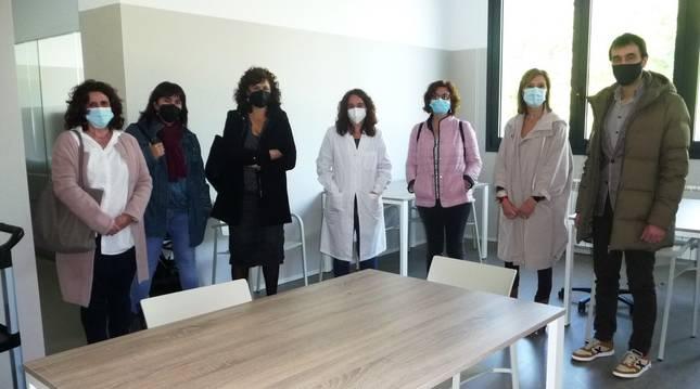 Foto de la visita de la Comisión de Derechos Sociales del Parlamento foral en el centro de día Pilar Gogorcena.