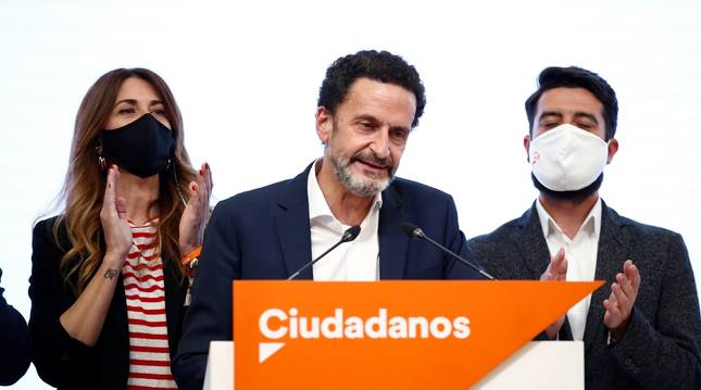 Edmundo Bal, con gesto serio, durante el discurso tras las elecciones del 4M en Madrid.