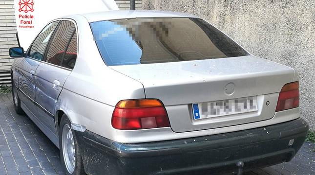 Imagen del vehículo con matrícula falsa que conducía el detenido.