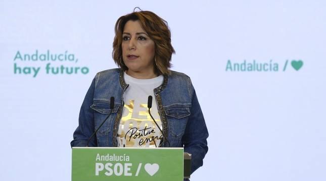 La secretaria general del PSOE-A, Susana Díaz, en rueda de prensa este jueves antes de la reunión de la Comisión Ejecutiva Regional.
