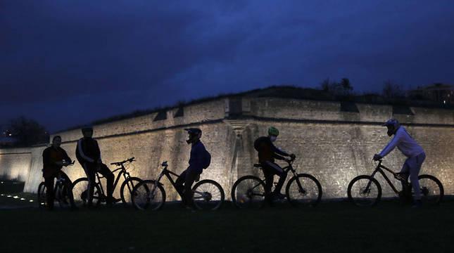 Adolescentes en la Vuelta del Castillo.