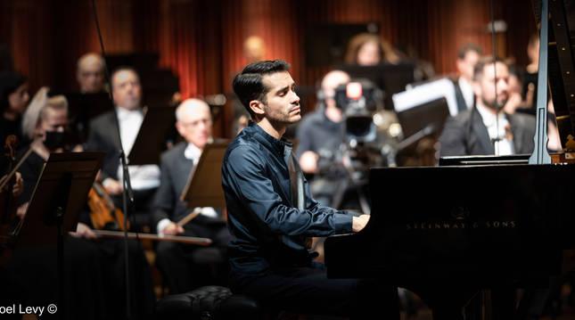 Foto de Juan Pérez Floristán, durante una de sus actuaciones en el concurso Arthur Rubinstein, cuya final se celebró en el Auditorio Charles Bronfman de Tel Aviv ante 1.000 espectadores.
