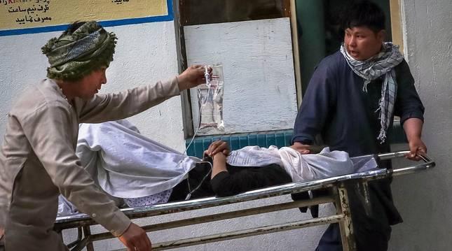Al menos 50 muertos, la mayoría niñas, en el atentado contra una escuela femenina en Kabul