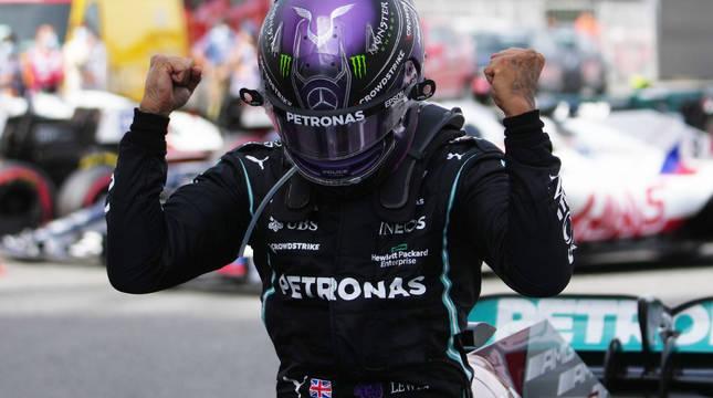 Lewis Hamilton celebra su triunfo en el Gran Premio de España.