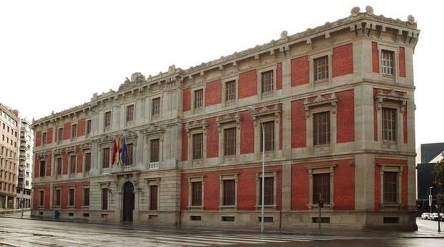 Exterior del Parlamento de Navarra.