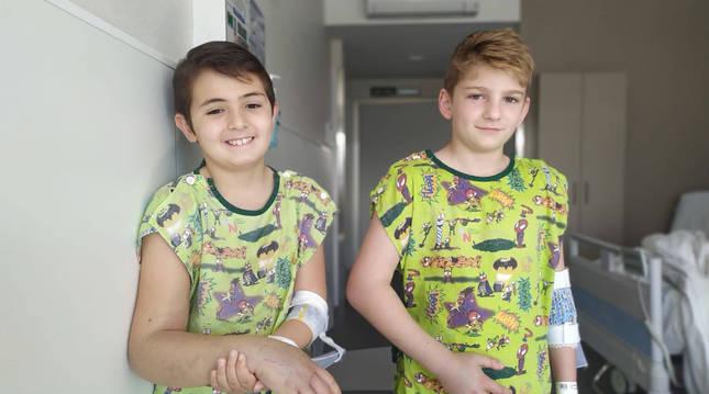 Foto de Francisco Erro Fernández (izquierda) y Abel Ibáñez Urbano, este lunes, en el Complejo Hospitalario.