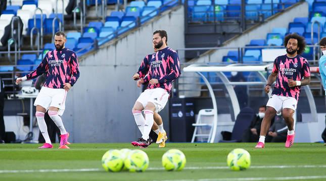 Benzemá, Nacho y Marcelo se ejercitan con las gradas vacías del estadio Alfredo Di Stéfano antes del choque contra el Sevilla