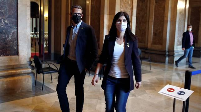 La secretaria general de ERC, Marta Vilalta, en los pasillos del Parlament donde ERC, JxCat y la CUP se han reunido.