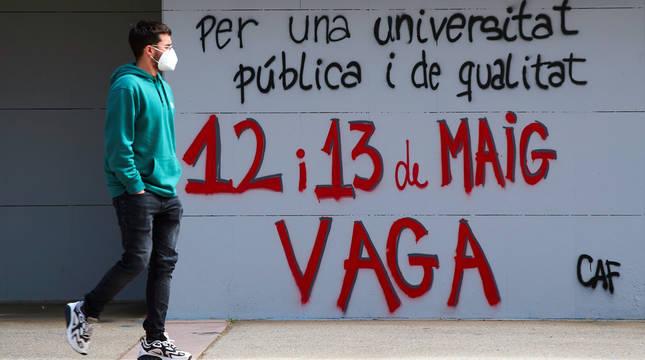 La Universitat Autònoma de Barcelona (UAB) está sin clases presenciales por la huelga estudiantil de 24 horas convocada por el Sindicat d'Estudiants dels Països Catalans (SEPC).